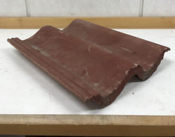 Luja kattotiili punainen 42*33cm, profiili 6,5 cm