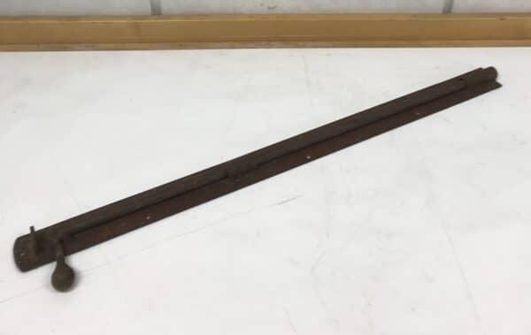 Vanha pitkä oven lukitussalpa 79 cm