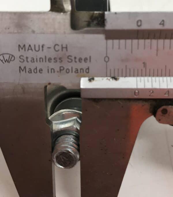 Kaarikiinnike putkikiinnike 50 mm putkelle M10