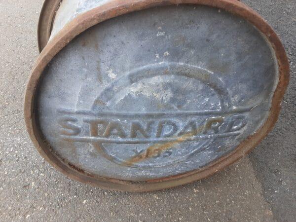 Vanha petroolitynnyri Standard