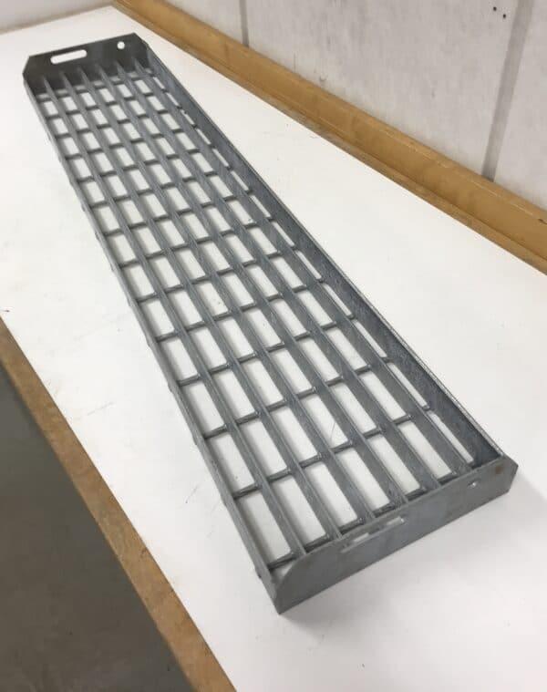 Metallinen porrasaskelma 100 cm