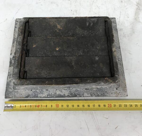 Ilmastointikanavan suuluukku avattavilla ritilöilä 24 * 18 cm