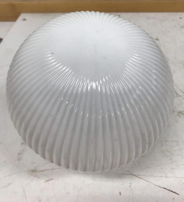 Vanha maitolasinen pallovalaisin urilla halkaisija 16 cm