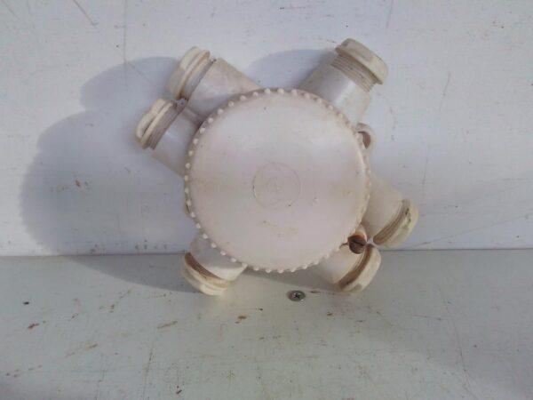 Vanha kosteantilan 6-piippuinen jakorasia liittimillä