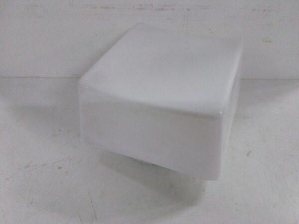 Vanha valkoinen kulmikas lasikupuvalaisin 20*20 cm