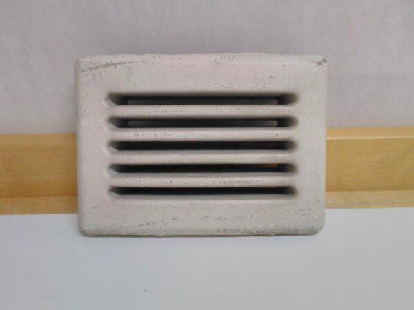 Vanha valkoinen posliininen ilmastointiritilä 17,5*13 cm