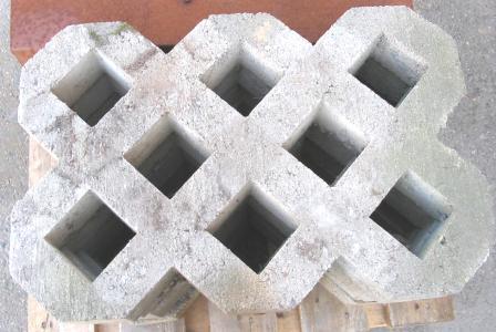 Pihakivi betoniristikko